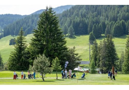 天珺表绽放高雅活力,瑞士慈善高尔夫完美落幕!
